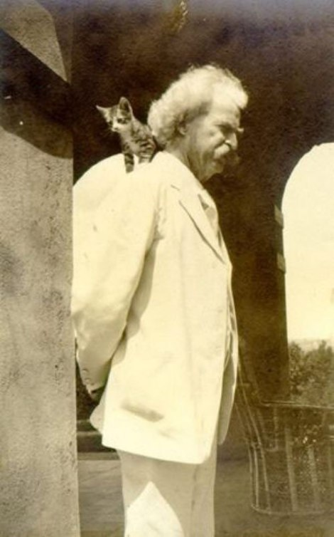 Mark Twain and shoulder kitty