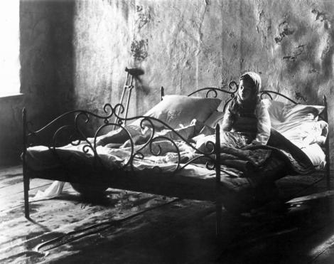 stalker-1979-003-00m-hbu-child-in-bed